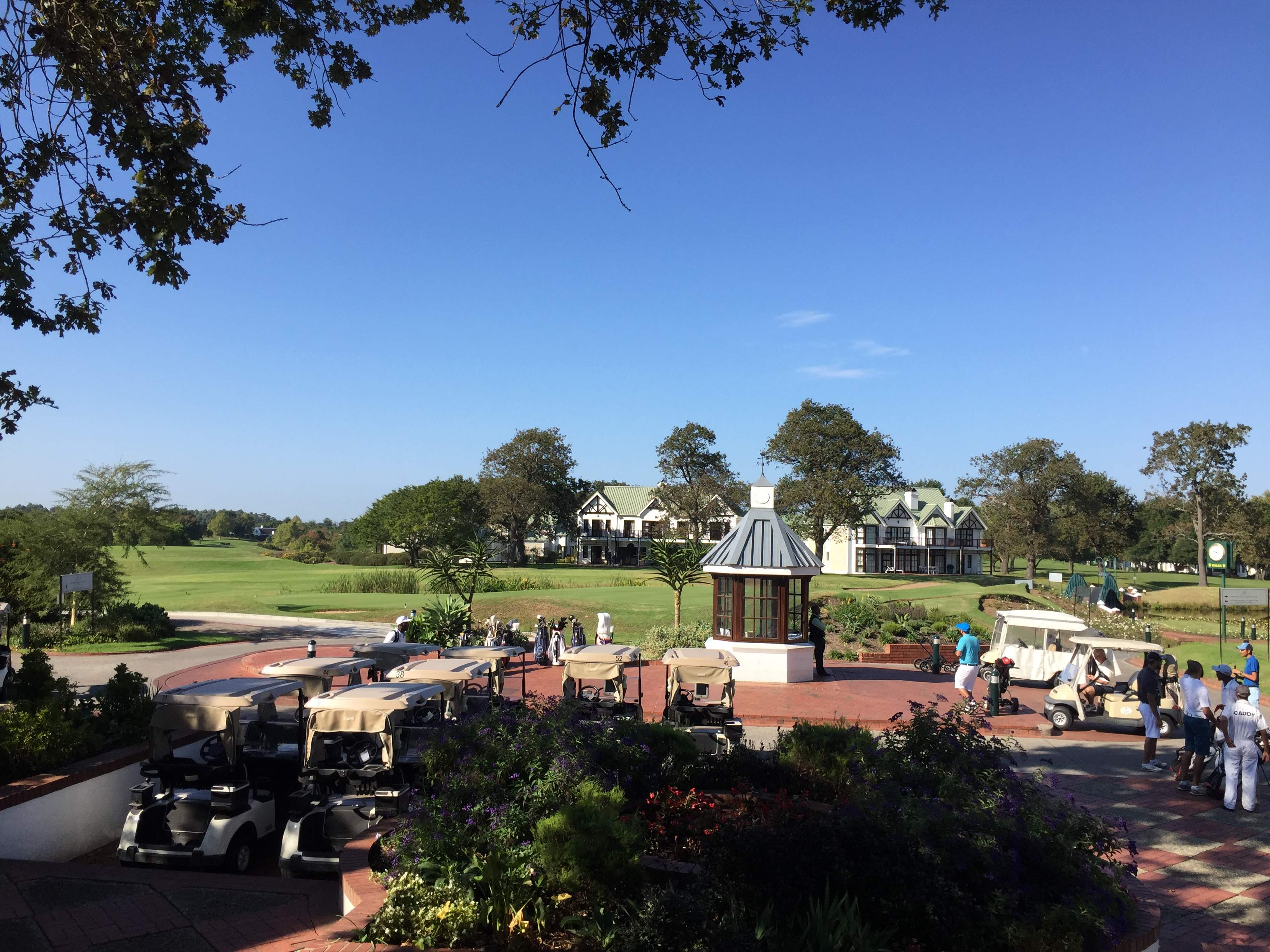 First hand golf course review of Fancourt 18th of Montagu and Outeniqua by Chaka Travel