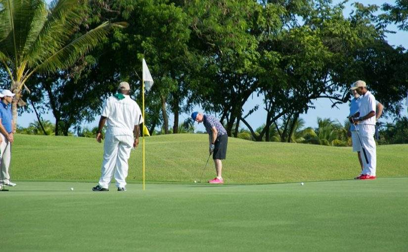 Bill Clinton plays Casa De Campo
