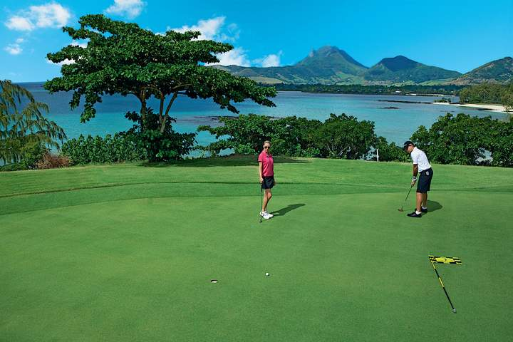 This unique island golf experience offers beautiful views of mainland Mauritius and the Indian Ocean