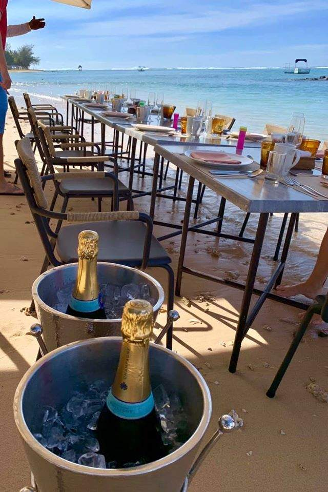 At Heritage Awali Mauritius, Golfers & Honeymooners alike cna enjoy bubbles for breakfast on the beach and without any single use plastic