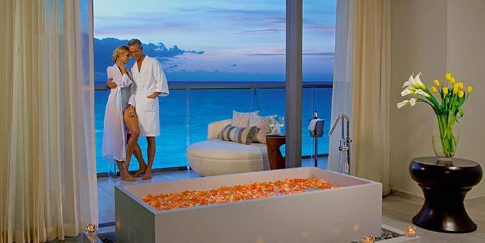 Preferred Club Honeymoon Suite Ocean Front, Secrets the Vine