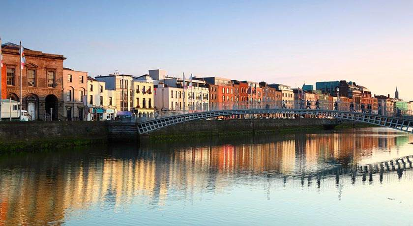 ha-penny-bridge-dublin-ireland-golf-vacations